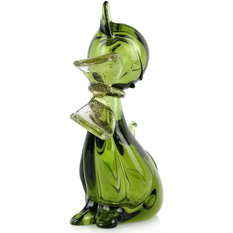 Beautiful Murano hand blown Sommerso green and gold flecks Italian art glass kitty cat figurine. Documented to designer Alfredo Barbini. The kitten has a gold leaf bow around its neck. Very elegant shape, with cute face with black accents, and well