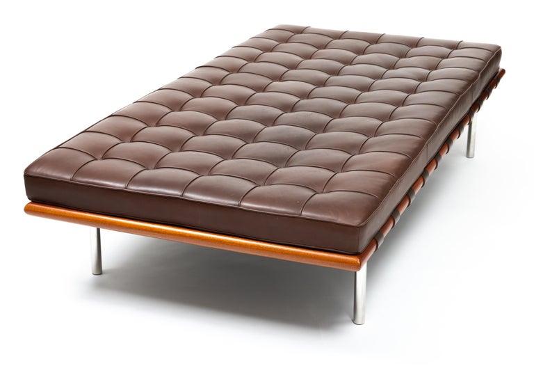 Barcelona Chaise in Brown Leather by Ludwig Mies van der Rohe For Sale 3