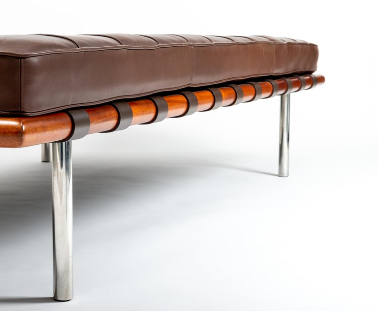 Barcelona Chaise in Brown Leather by Ludwig Mies van der Rohe For Sale 4