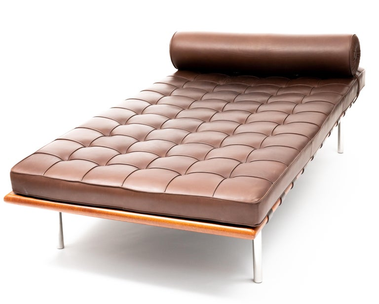 Modern Barcelona Chaise in Brown Leather by Ludwig Mies van der Rohe For Sale