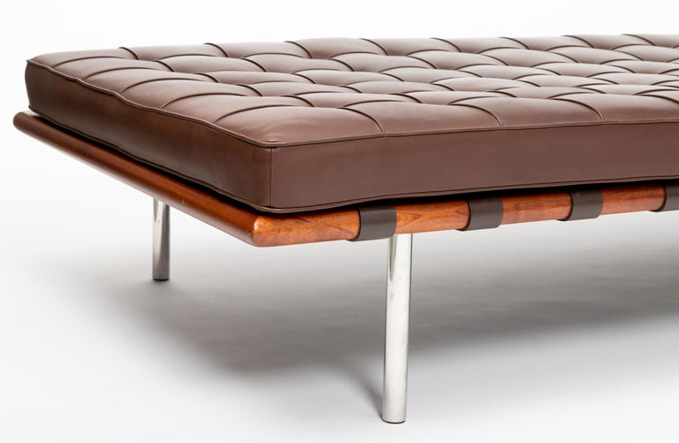Barcelona Chaise in Brown Leather by Ludwig Mies van der Rohe In Good Condition For Sale In New York City, NY