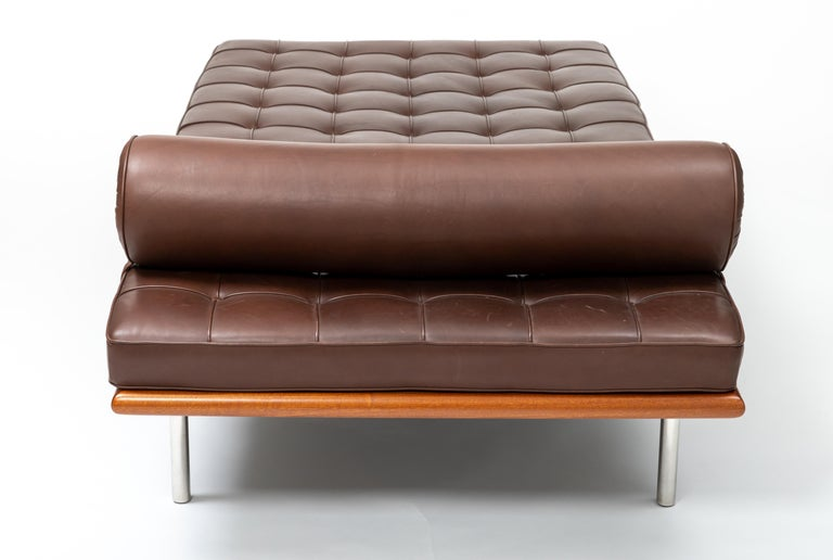 Barcelona Chaise in Brown Leather by Ludwig Mies van der Rohe For Sale 1