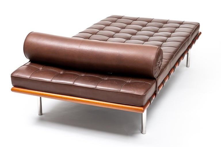 Barcelona Chaise in Brown Leather by Ludwig Mies van der Rohe For Sale 2