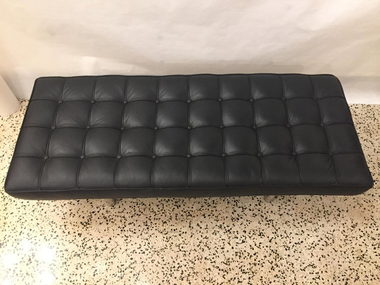 Barcelona Tufted Leather Bench In Good Condition For Sale In East Hampton, NY