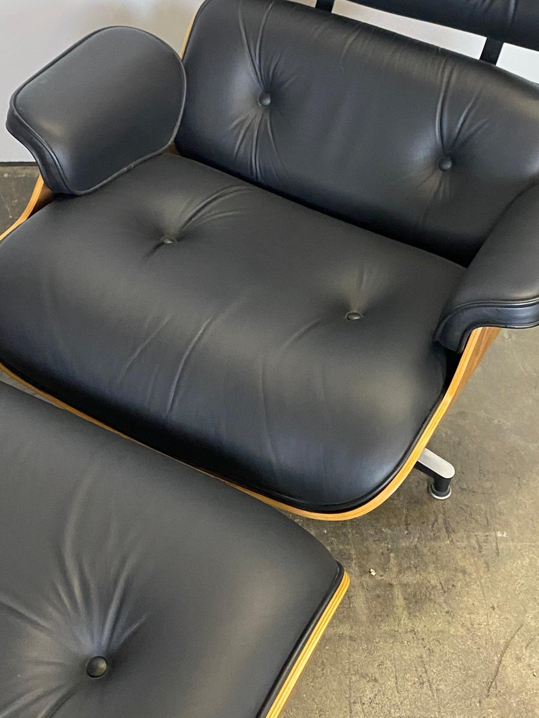 Mid-Century Modern Stunning Eames Lounge Chair and Ottoman