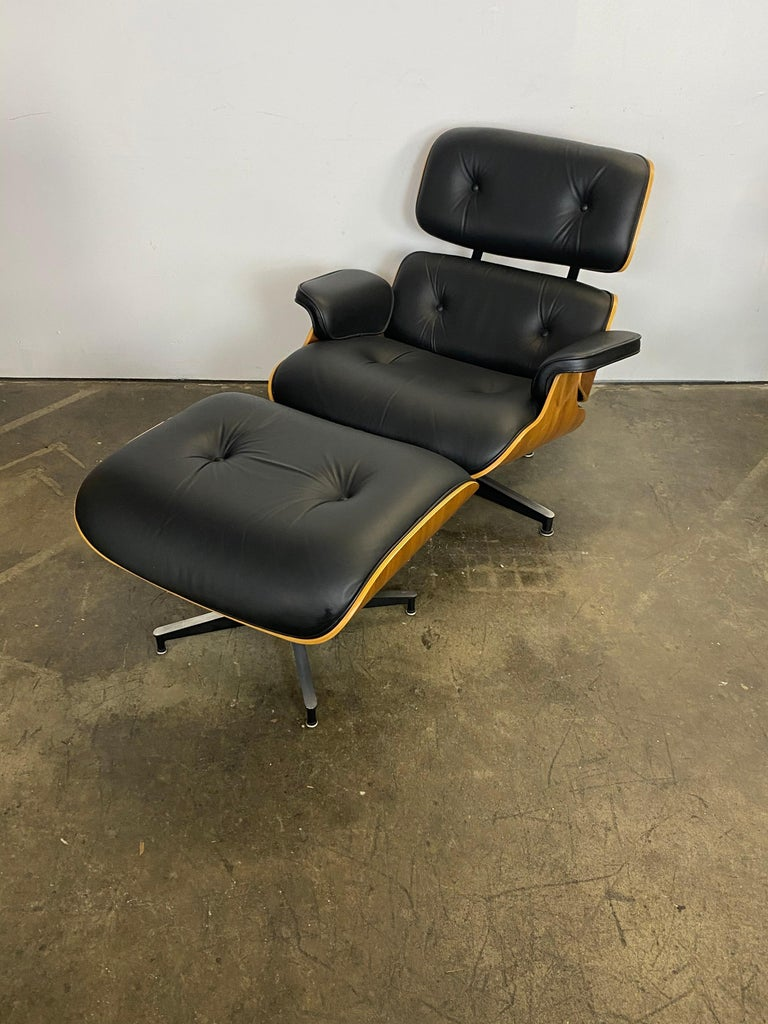 Stunning Eames Lounge Chair and Ottoman In Good Condition In Brooklyn, NY