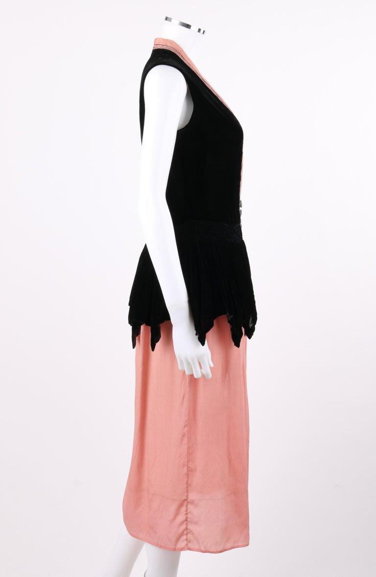 BARNETT c.1910's Rose Pink & Black Silk Velvet Sleeveless Peplum Evening Dress  In Good Condition For Sale In Thiensville, WI