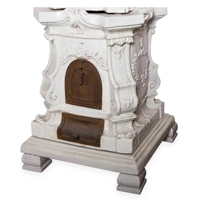A smaller version of the Venetian baroque stove in elegant white ceramic, entirely handcrafted by the master ceramists of Manetti and Masini. The stove is made in genuine tin glaze and decorated following time-honored maiolica
