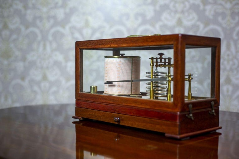 Barograph from the Turn of the 19th and 20th Centuries In Good Condition For Sale In Opole, PL