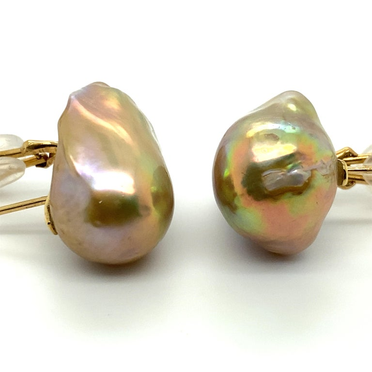 Baroque Pearl and 18 Karat Gold Earring In Good Condition For Sale In Dallas, TX