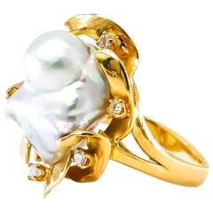 Baroque Pearl Ring with Diamonds 0.18 Carat 18 Karat Gold