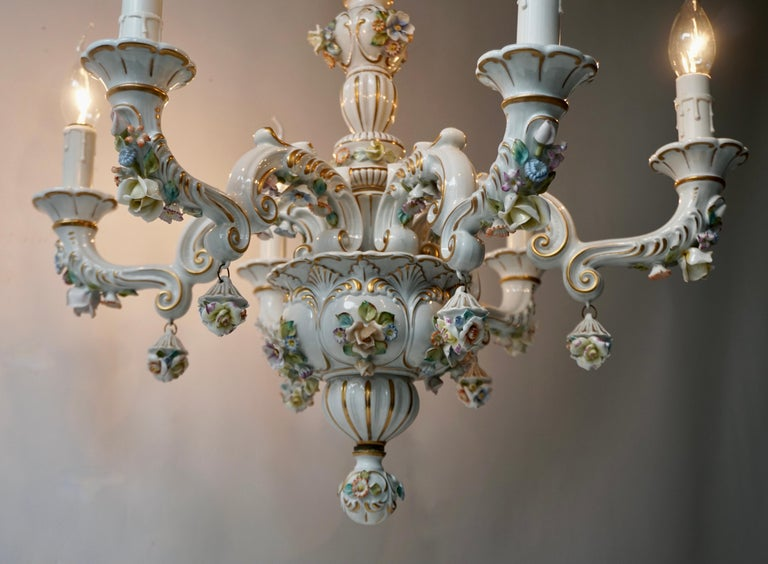 Baroque Porcelain Flower Chandelier or Candelabra, Italy In Good Condition For Sale In Antwerp, BE
