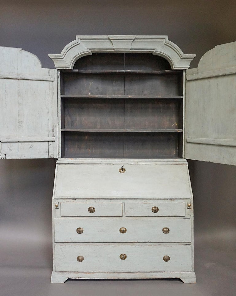 Baroque Secretary with Library In Good Condition In Sheffield, MA