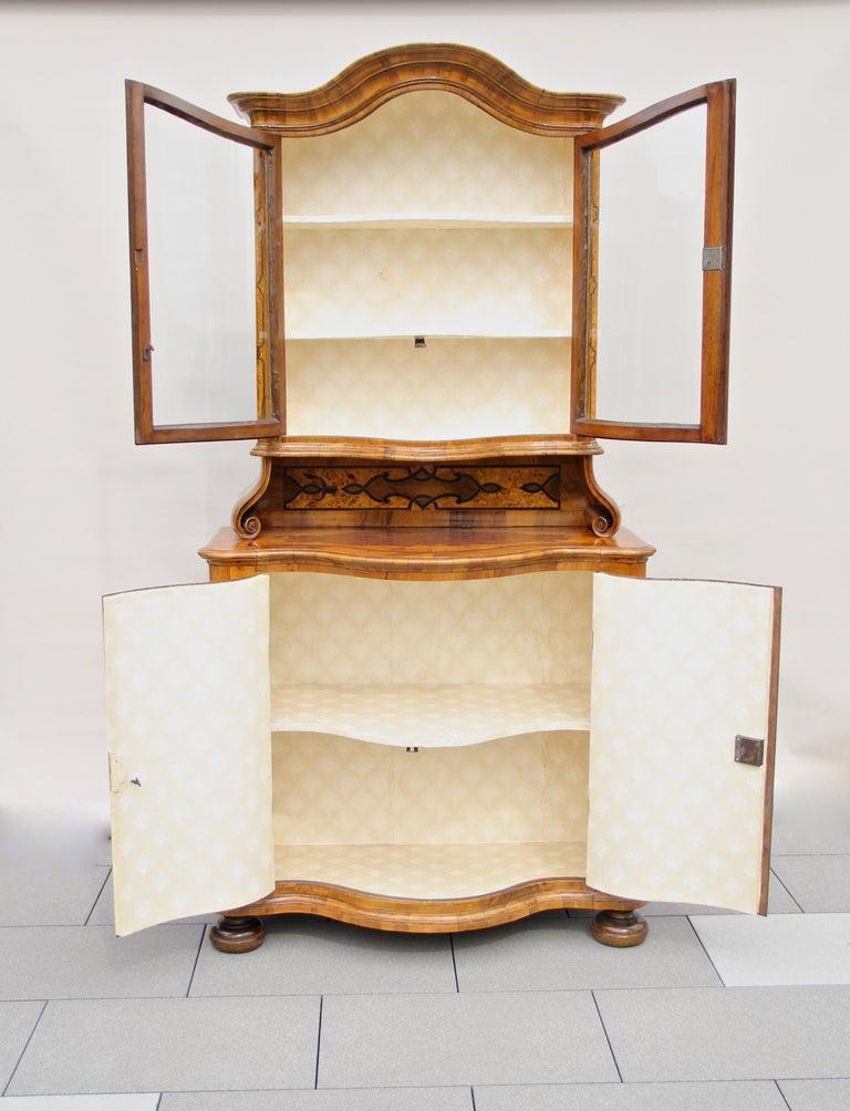 Baroque Vitrine Cabinet, Austria, circa 1760 For Sale 3