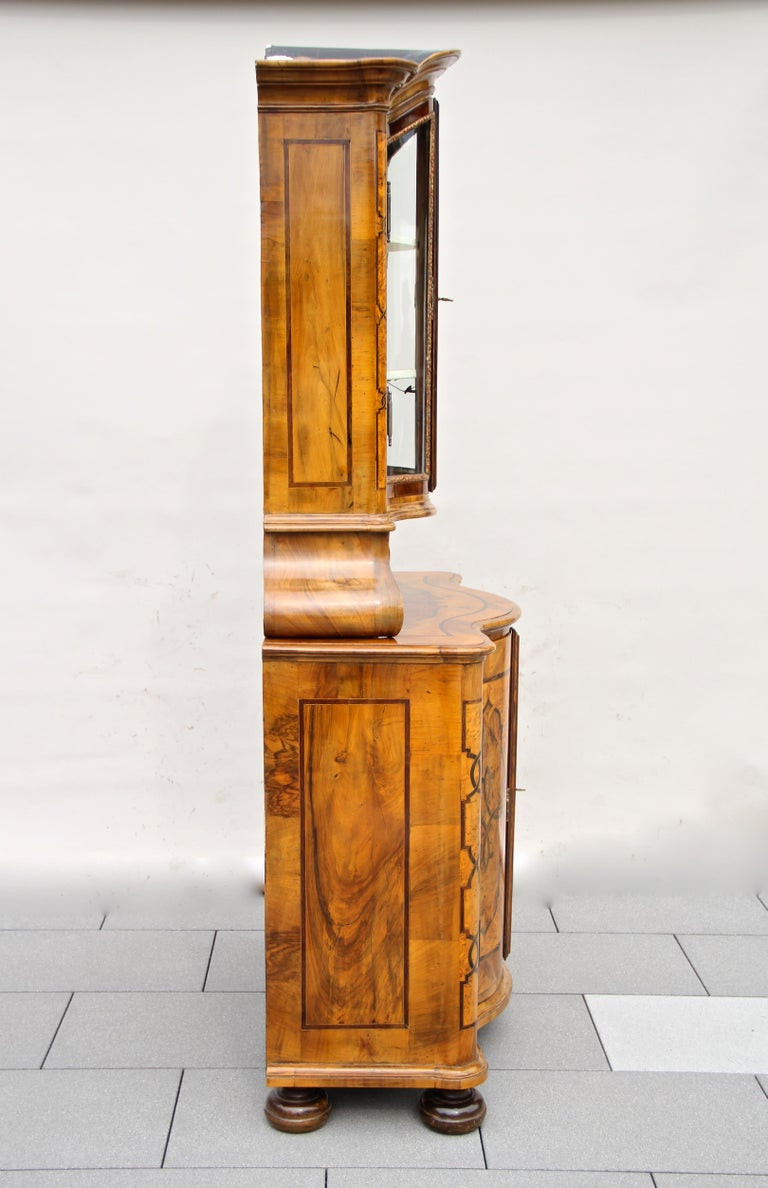 Baroque Vitrine Cabinet, Austria, circa 1760 For Sale 4