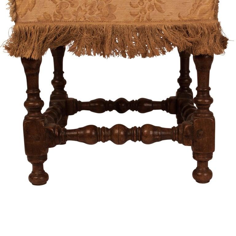 Baroque Walnut Stool, 17th Century For Sale 2