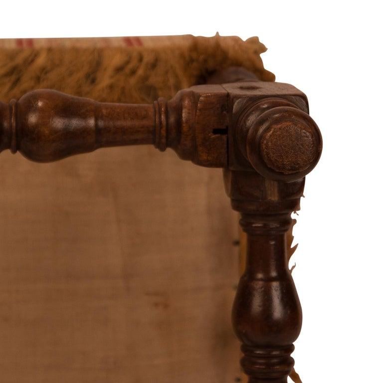 Baroque Walnut Stool, 17th Century For Sale 4