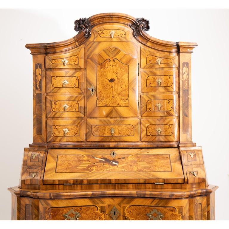 Baroque Walnut Veneered Tabernacle Secretaire, German, 18th Century For Sale 8