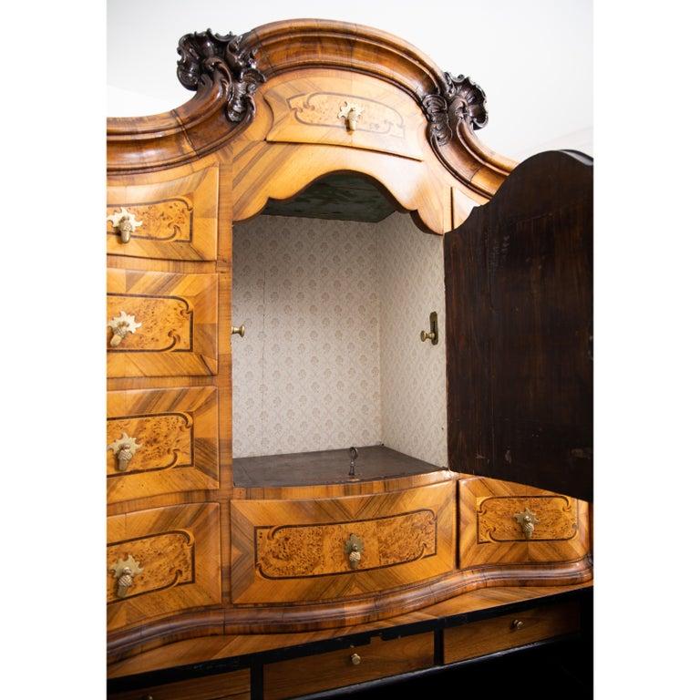 Baroque Walnut Veneered Tabernacle Secretaire, German, 18th Century For Sale 10