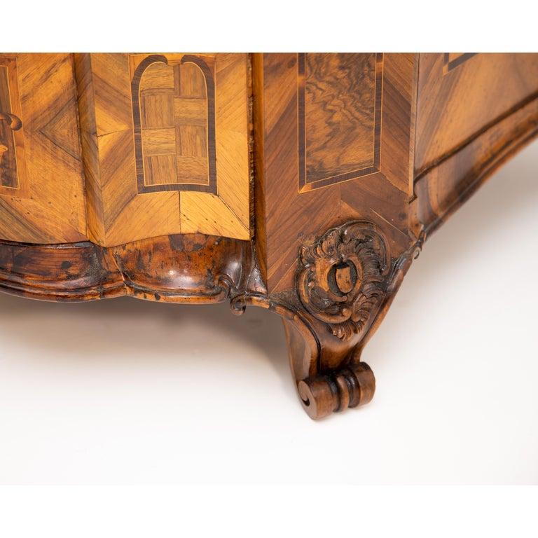 Baroque Walnut Veneered Tabernacle Secretaire, German, 18th Century For Sale 11