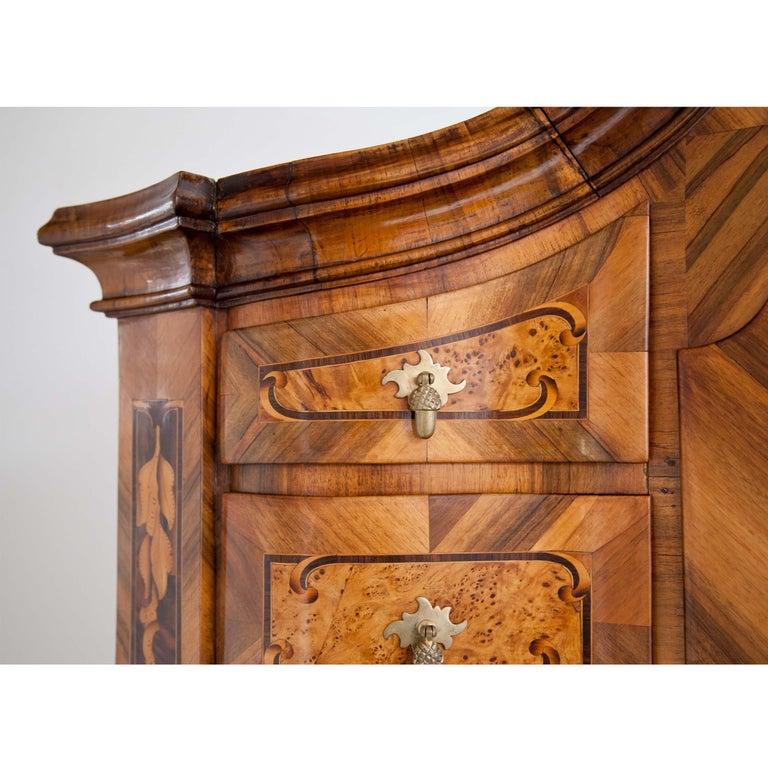 Baroque Walnut Veneered Tabernacle Secretaire, German, 18th Century For Sale 2