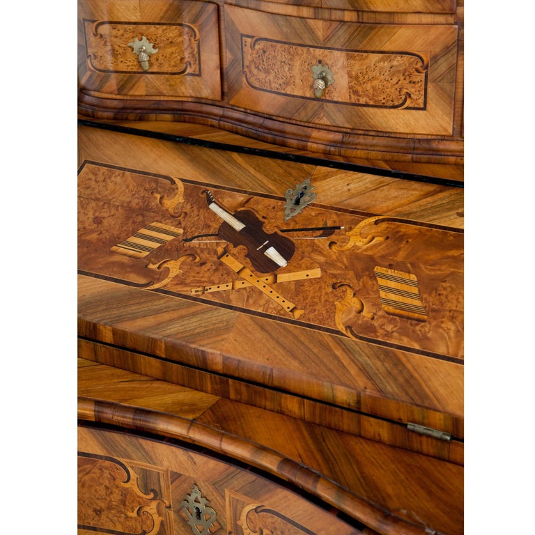 Baroque Walnut Veneered Tabernacle Secretaire, German, 18th Century For Sale 4