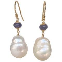 Barock, weiße Perle und Tansanit Ohrringe mit 14 Karat Gold Haken und Drähten