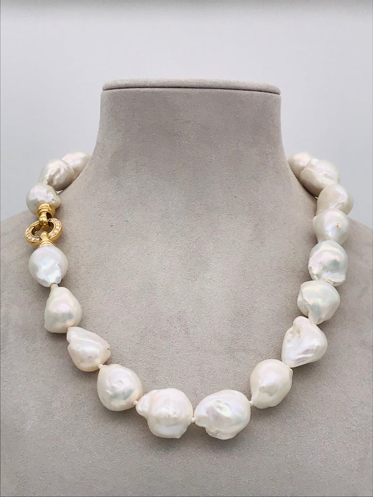 Baroques Pearls Necklaces with Gold and Diamonds Clasp For Sale 5
