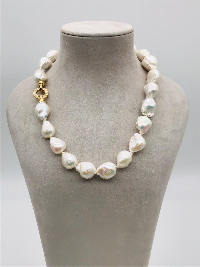 Baroques Pearls Necklaces with Gold and Diamonds Clasp In New Condition For Sale In Vannes, FR