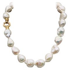 Baroques Pearls Necklaces with Gold and Diamonds Clasp