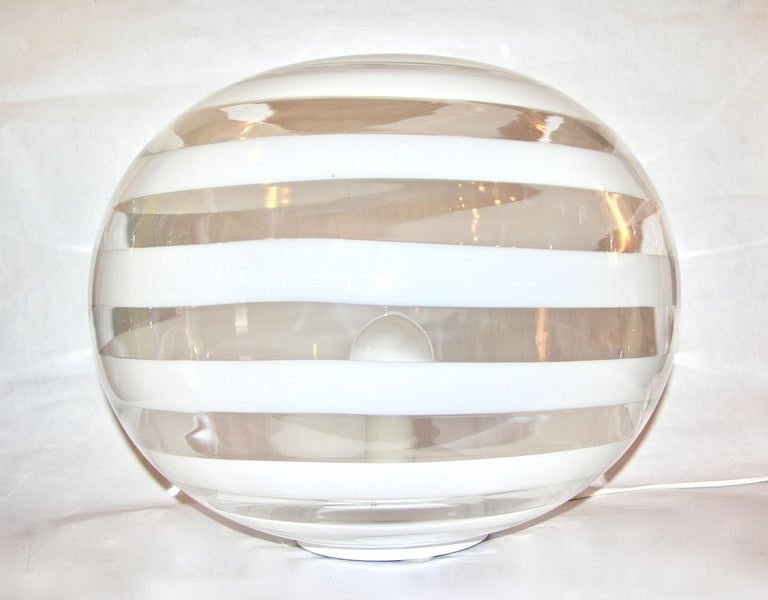Mid-Century Modern Barovier Toso 1960s Pair of Crystal Clear and White Murano Glass Round Lamps For Sale