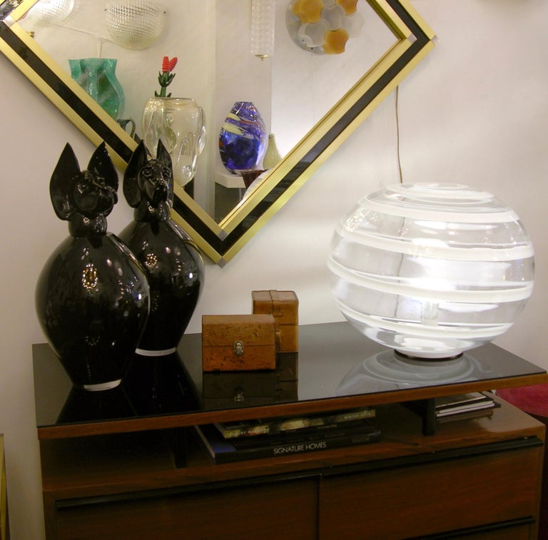 Hand-Crafted Barovier Toso 1960s Pair of Crystal Clear and White Murano Glass Round Lamps For Sale