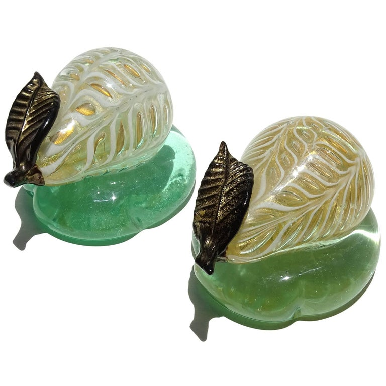 Barovier Toso Murano Black Gold Flecks Italian Art Glass Pear Paperweight In Good Condition For Sale In Kissimmee, FL