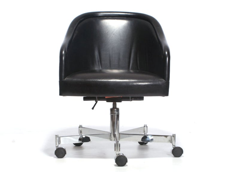 Barrel-Back Desk Chair by Ward Bennett In Good Condition For Sale In Sagaponack, NY