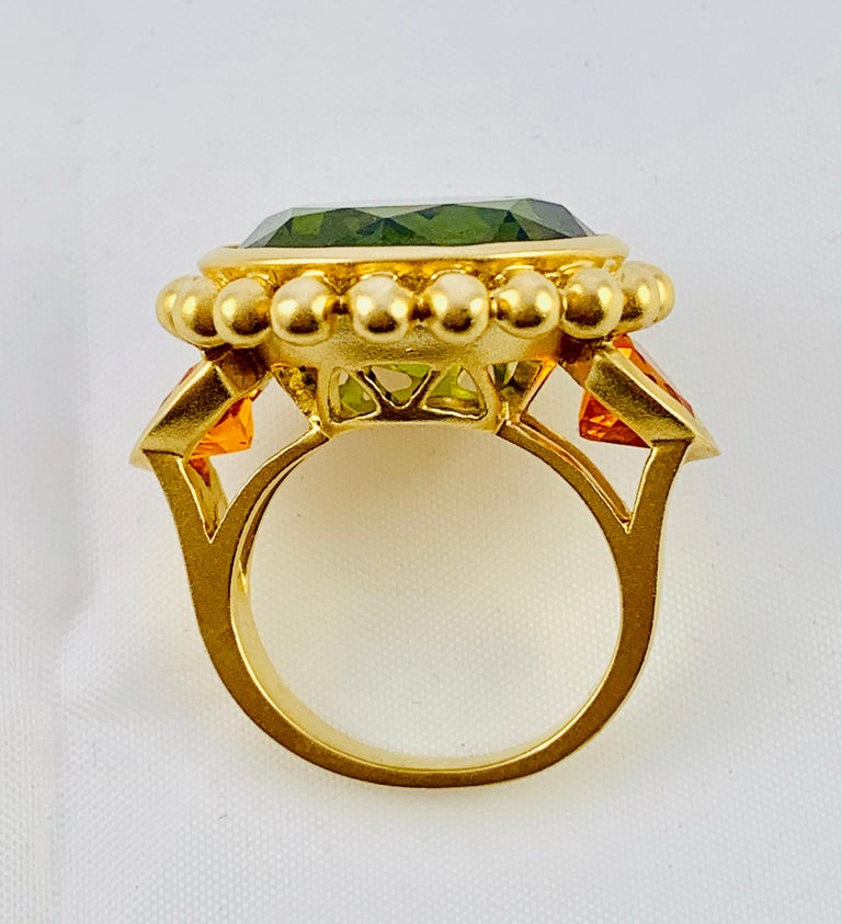 Barry Brinker 18 Karat Yellow Gold, Peridot and Sapphire Ladies Ring For Sale 2