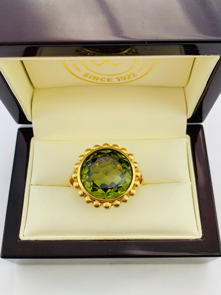 Barry Brinker 18 Karat Yellow Gold, Peridot and Sapphire Ladies Ring For Sale 3