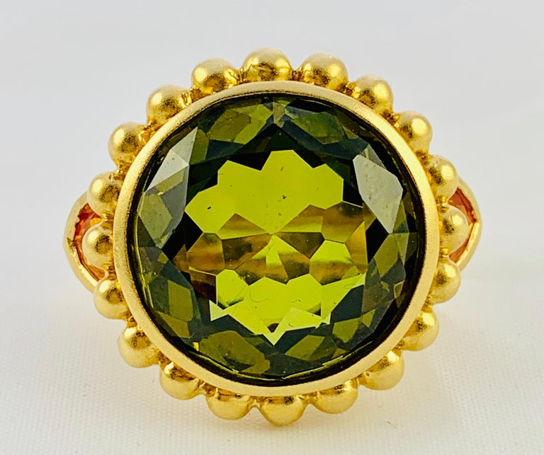 Barry Brinker 18 Karat Yellow Gold, Peridot and Sapphire Ladies Ring For Sale 4