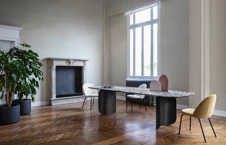 Barry is a distinctly graphic table sporting intriguing volumes, a mixture of solidity and lightness. The legs form a prominent feature and curl distinctly around themselves, revealing the table's dynamic personality. Barry provides reassurance in