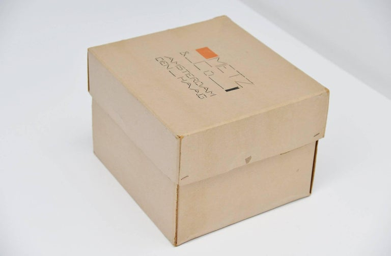 Very nice large storage box designed by Bart van der Leck for Metz & Co in 1935. These boxes were designed as present/packaging boxes for the Metz & Co shop in Amsterdam and Den Haag and were used from 1935-1952. This is for a very nice large