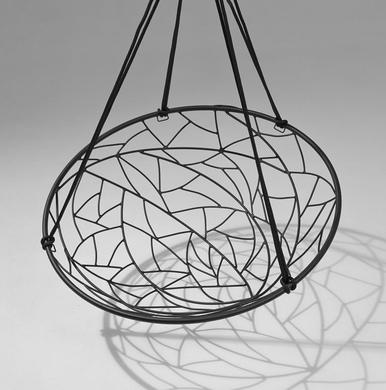 The basket twig hanging swing chairs' round shape creates a cozy feel. It is simple and striking in its visual appeal. The pattern detail is inspired by nature and reminiscent of the veins in leaves, tree branches intersecting, the patterns in