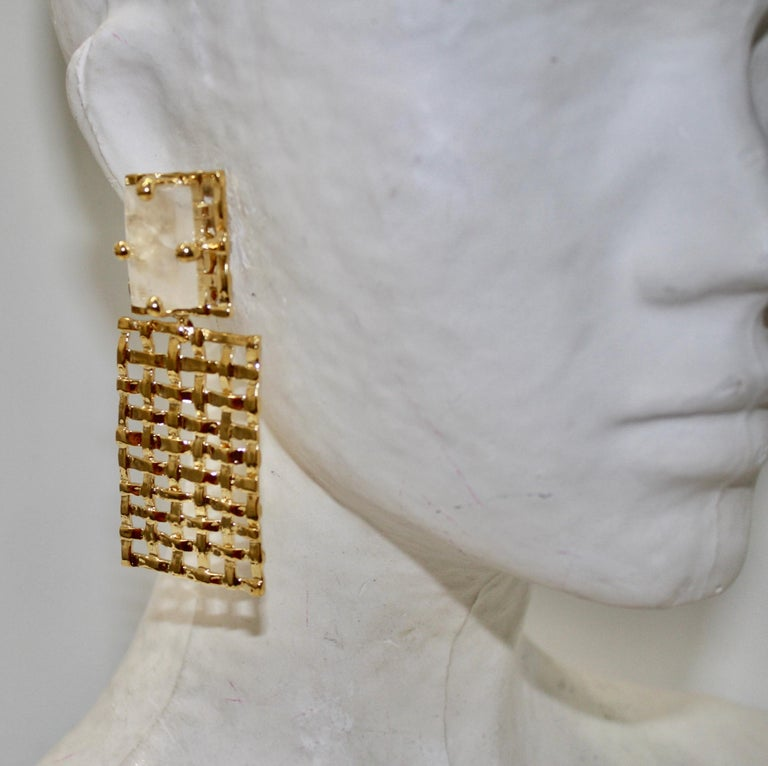 Basket Weave 24-carat Gilded Bronze and Rock Crystal Earrings In New Condition For Sale In Virginia Beach, VA