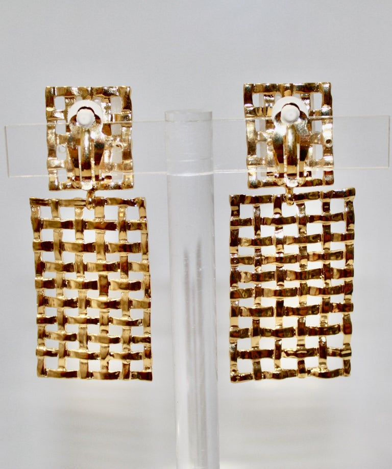 Basket Weave 24-carat Gilded Bronze and Rock Crystal Earrings For Sale 1