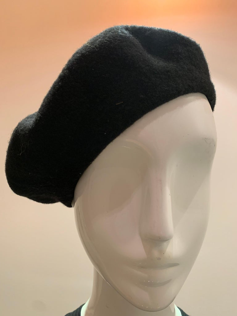 Basque Classic French Black Wool Felted Beret In Excellent Condition For Sale In San Francisco, CA