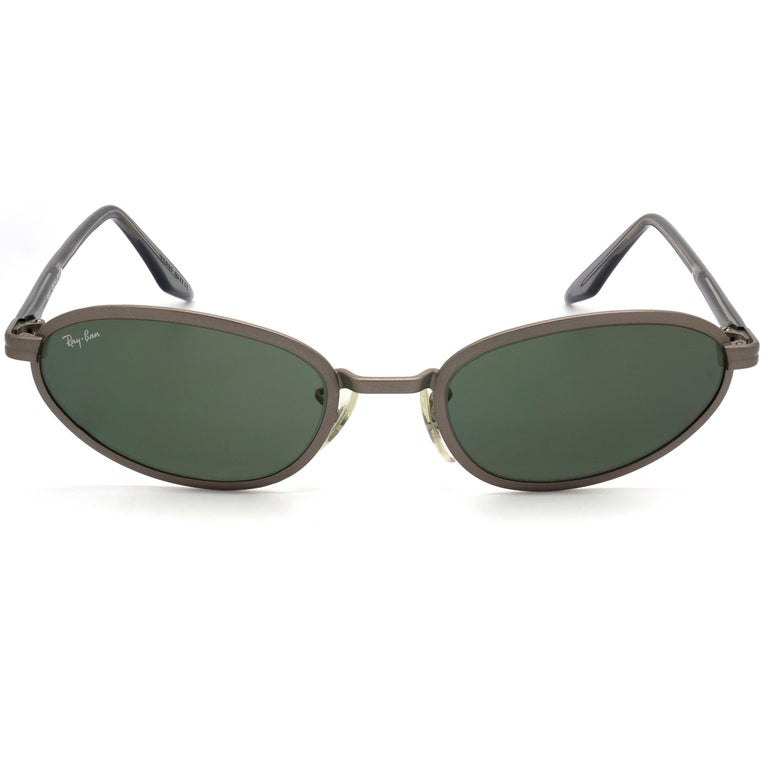 MAKE: B&L Ray-Ban MODEL: Bausch & Lomb - 01 MADE IN: U.S.A ERA: 1990s CONDITION: New Old Stock [never worn]  DIMENSIONS: Lens width: 52 mm  /  2 1/16 in Lens height: 32 mm  /  1 1/4 in Bridge: 20 mm  /  13/16 in Temple-to-temple width: 138 mm  /  5