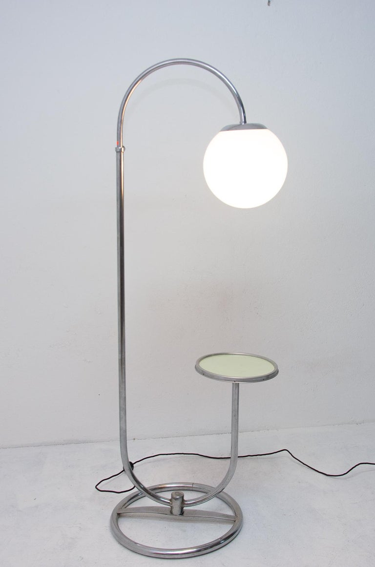 This Bauhaus floor lamp was designed by Robert Slezak in the 1930s for the famous company producing a tubular furniture
