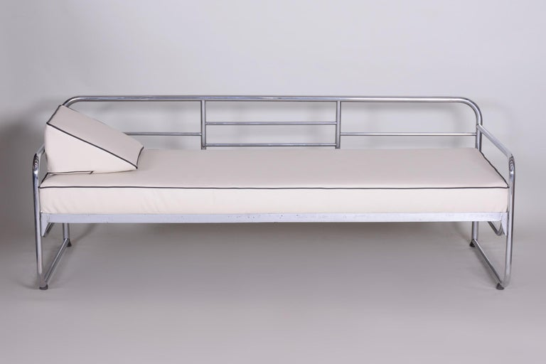 Bauhaus style sofa with a chrome tubular steel frame. Manufactured by Mücke-Melder in the 1930s. Chrome tubular steel is in perfect original condition. Newlly upholstered to high quality Ivory leather. Source: Czechoslovakia.