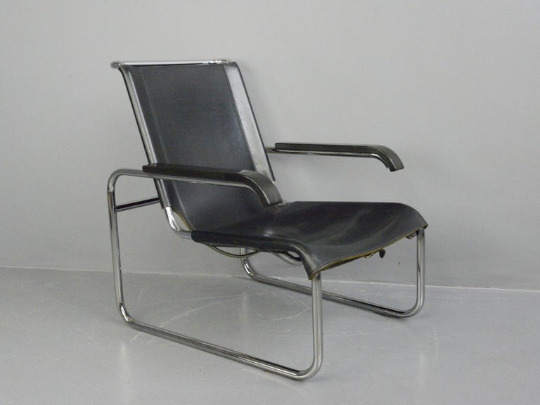 Bauhaus lounge chair by Marcel Breuer for Thonet  - Chromed tubular steel frame - Sprung cantilever seat - Buffalo leather seat - Model B35 - First designed by Marcel Breuer in 1928 - Produced by Thonet - German, 1970s - Measures: 65cm wide