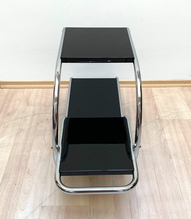 Bauhaus Steeltube Étagère, Chromed and Black, Germany, circa 1930 In Excellent Condition For Sale In Regensburg, DE