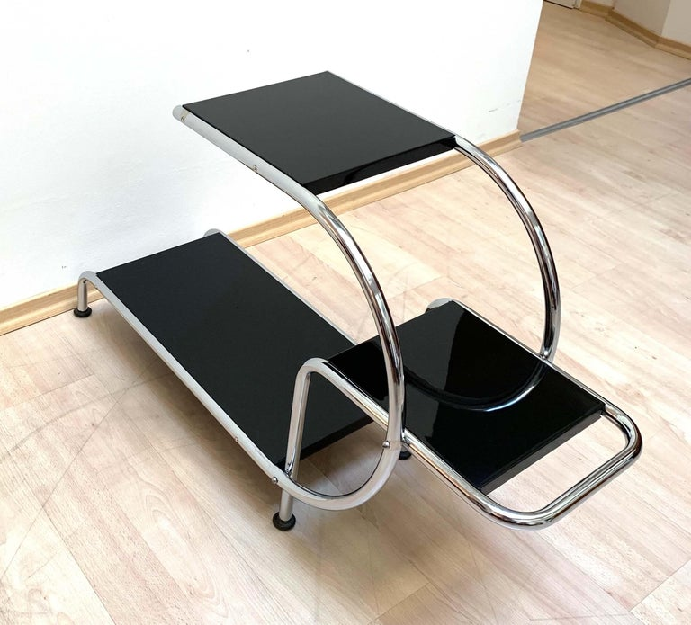 Mid-20th Century Bauhaus Steeltube Étagère, Chromed and Black, Germany, circa 1930 For Sale