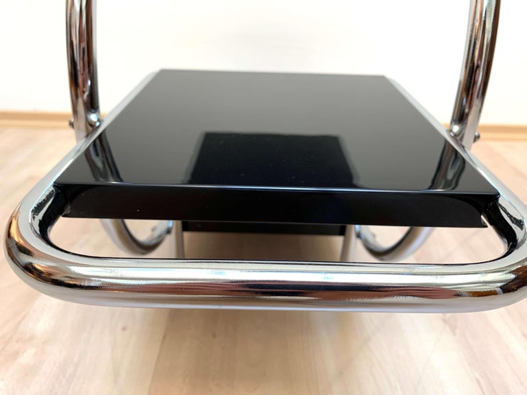 Bauhaus Steeltube Étagère, Chromed and Black, Germany, circa 1930 For Sale 3